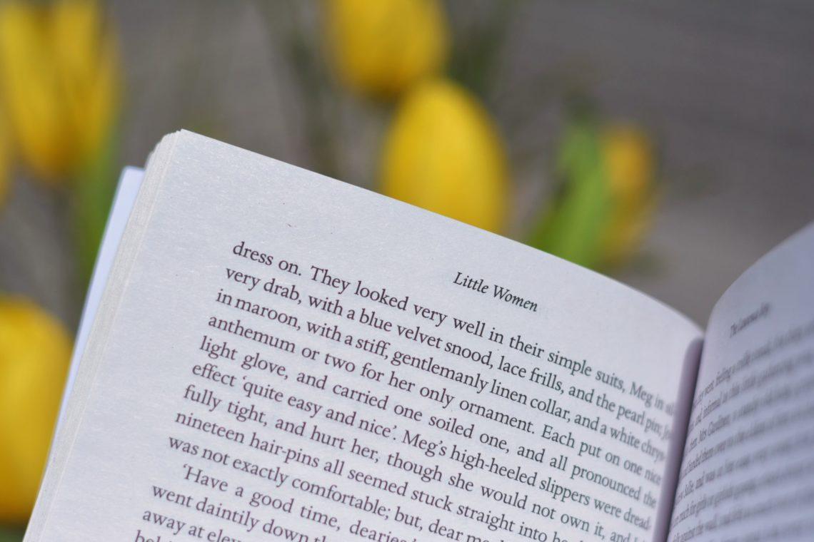 Review Buch kleine Frauen, aufgeschlagenes Buch