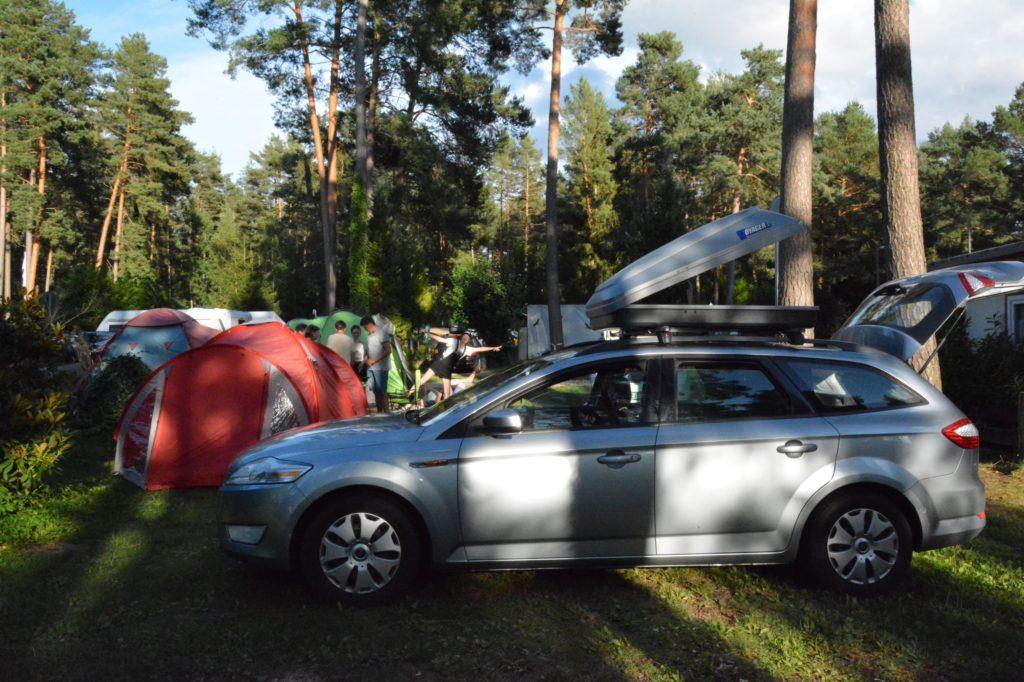 Auto Roadtrip packen Campingplatz