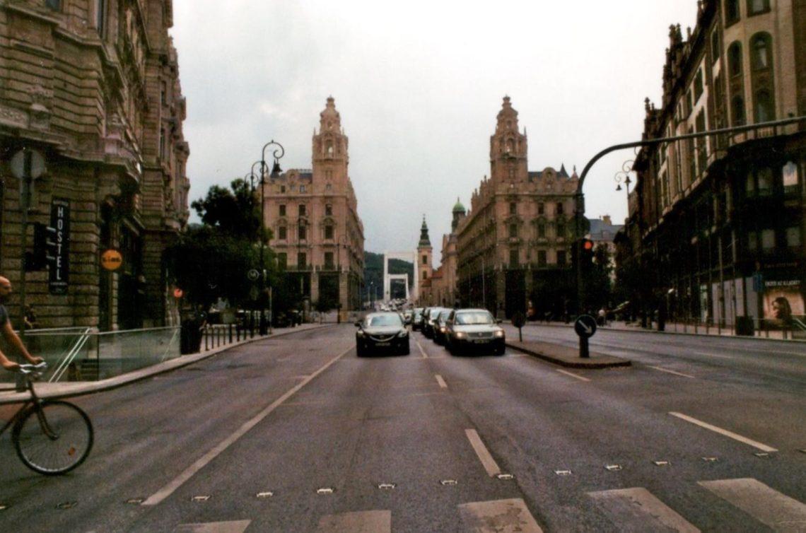 Analog Film Budapest Sommer Straße